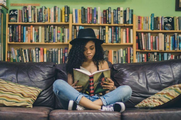 Lire en anglais : comment choisir son livre de chevet ?
